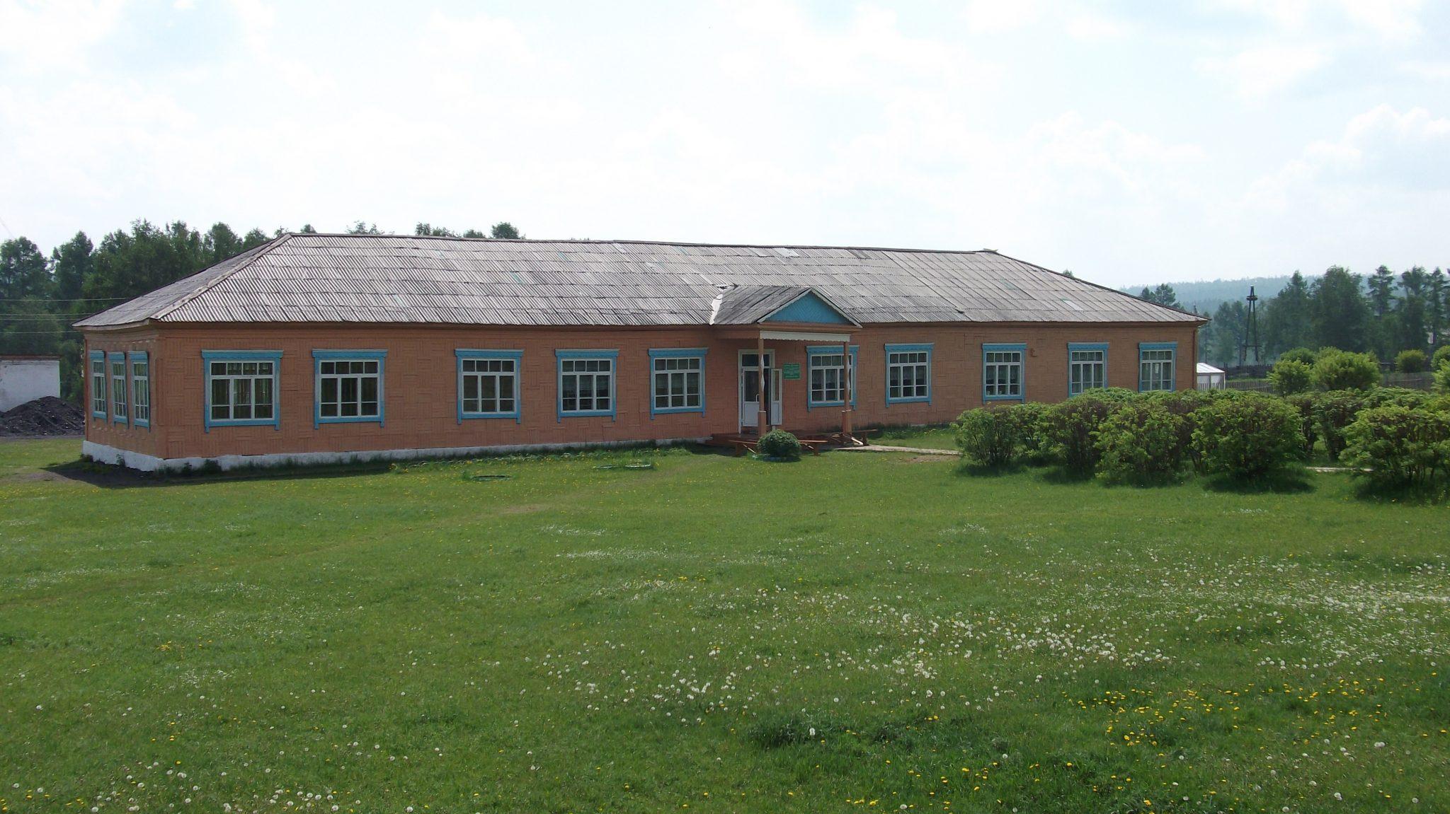 На прошлой неделе в селе Васильевск Баяндаевского района прошел столетний юбилей школы.